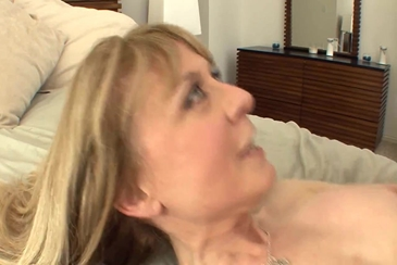Milf wife amateur cuckold cougar stockings garter